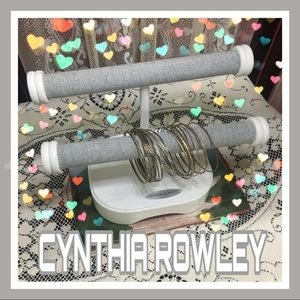 Cynthia Rowley Jewelry/Bracelet Stand w/bangles